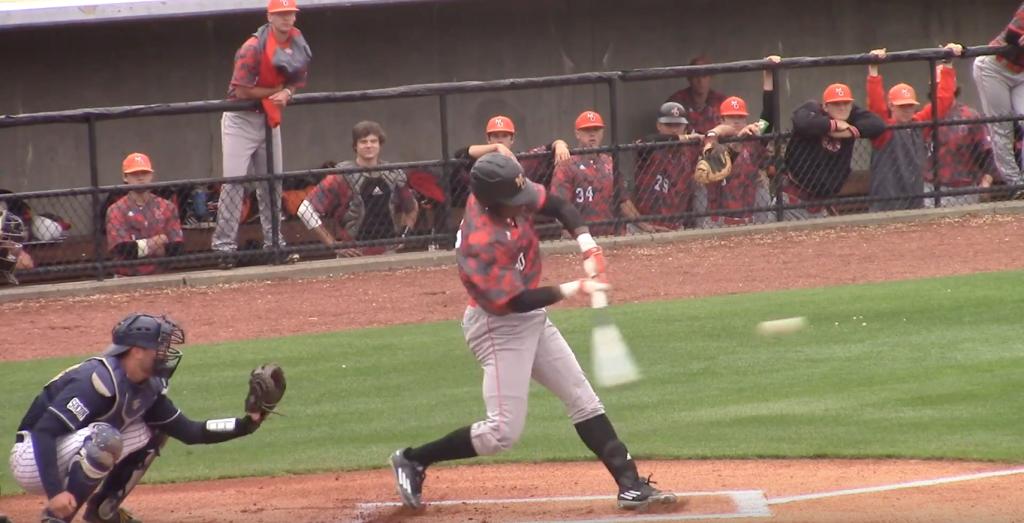 Kyle Lewis mid-swing