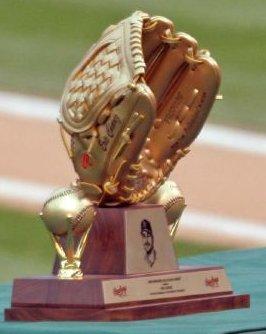 Gold_glove_award_eric_chavez